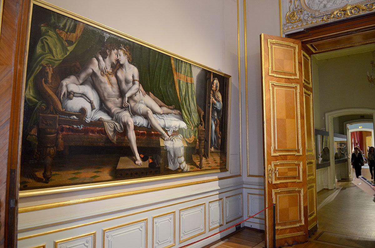 Долго не выставлялась из запасников Эрмитажа картина ученика Рафаэля – художника Джулио Романо с откровенной сценой.
