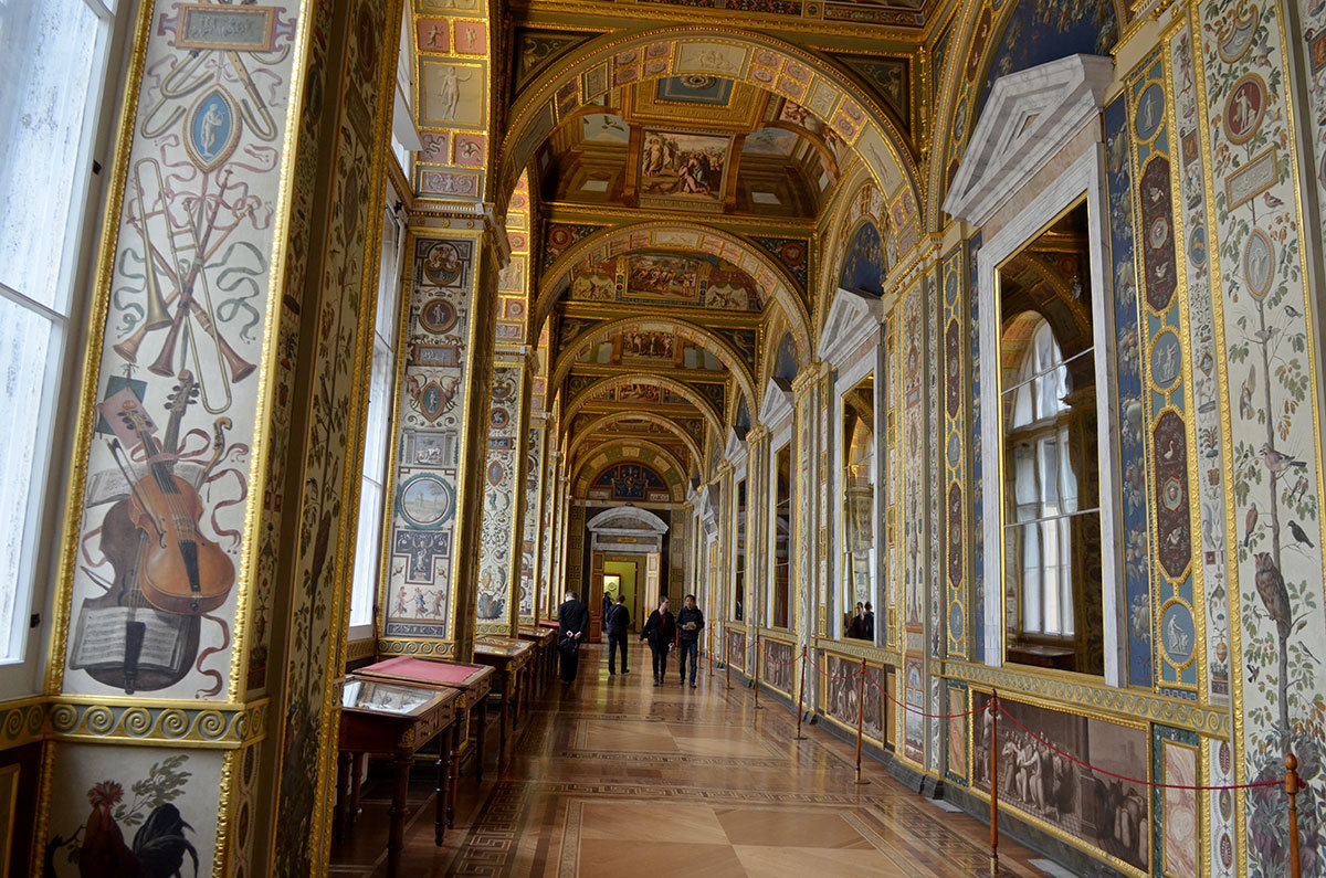 Копии фресок знаменитых мастеров украшают Эрмитаж