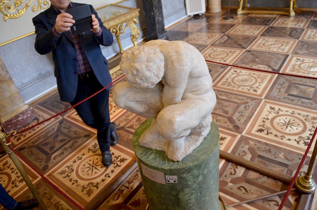 Скульптурная работа великого Микеланджело - единственная его работа в Эрмитаже.