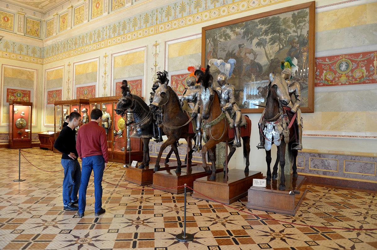Один из популярнейших экспонатов Эрмитажа – группа всадников на бронированных лошадях.