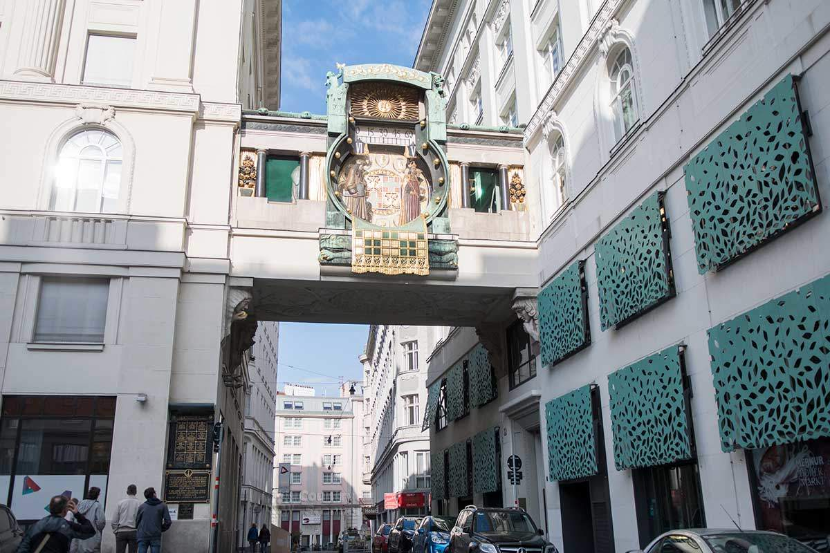 Известная достопримечательность Вены – якорные часы Ankeruhr