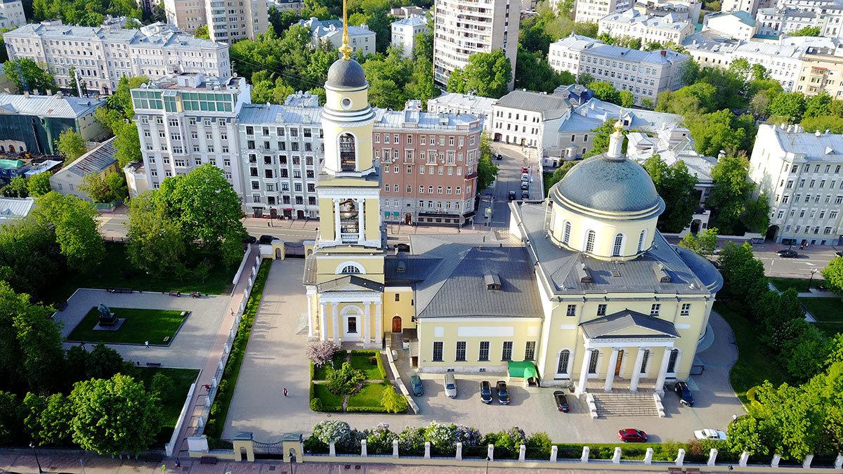Сквер на месте старой колокольни храма Большое Вознесение