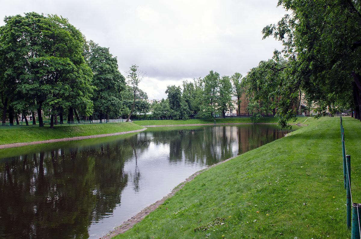 Михайловский сад вновь украшают пруды и протоки. Часть которых стояли засыпанными больше века.