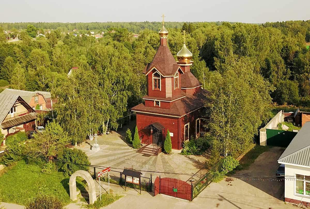 Музей народных художественных промыслов находится от церкви дальше, чем кажется при взгляде на макет.