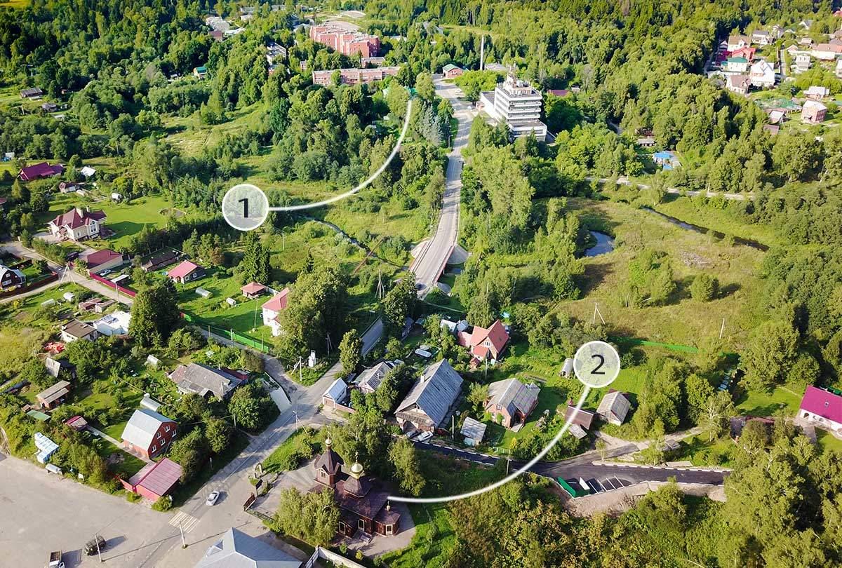 На высотном снимке окрестностей взаимное положение церкви и музея народных художественных промыслов видно наглядно.