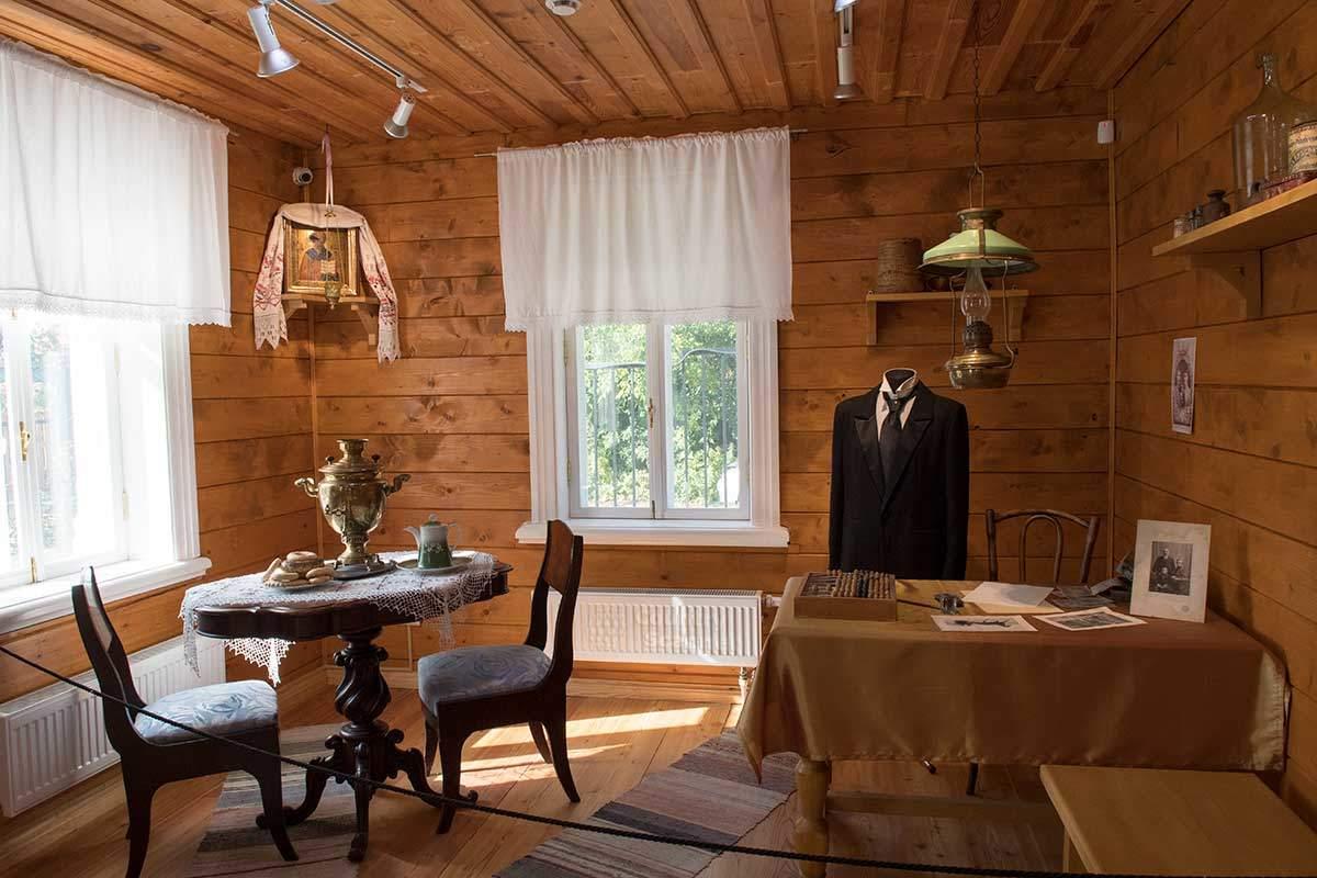 Кабинет управляющего имением и фабрикой Калинина в музее народных художественных промыслов.