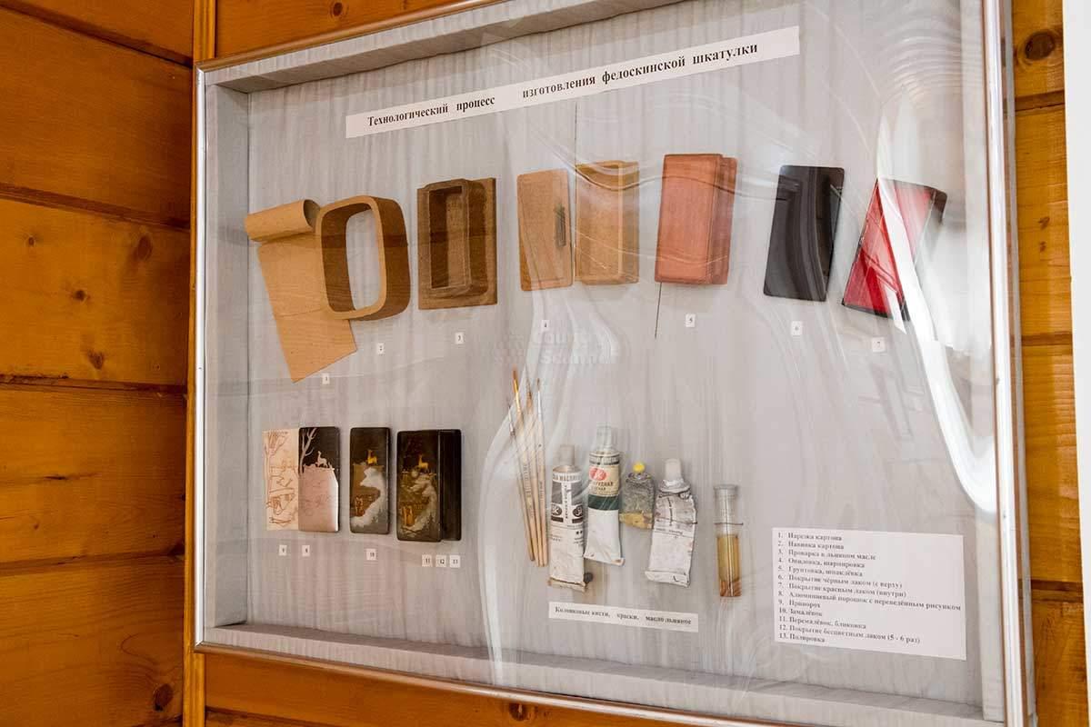 Музей народных художественных промыслов демонстрирует технологическую цепочку создания лаковых шкатулок из папье-маше.