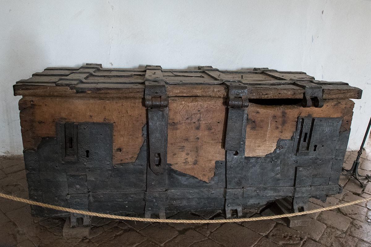 Замок Точник сохраняет единственную гарантированно подлинную вещь короля Вацлава – окованный железом сундук для драгоценностей казны.
