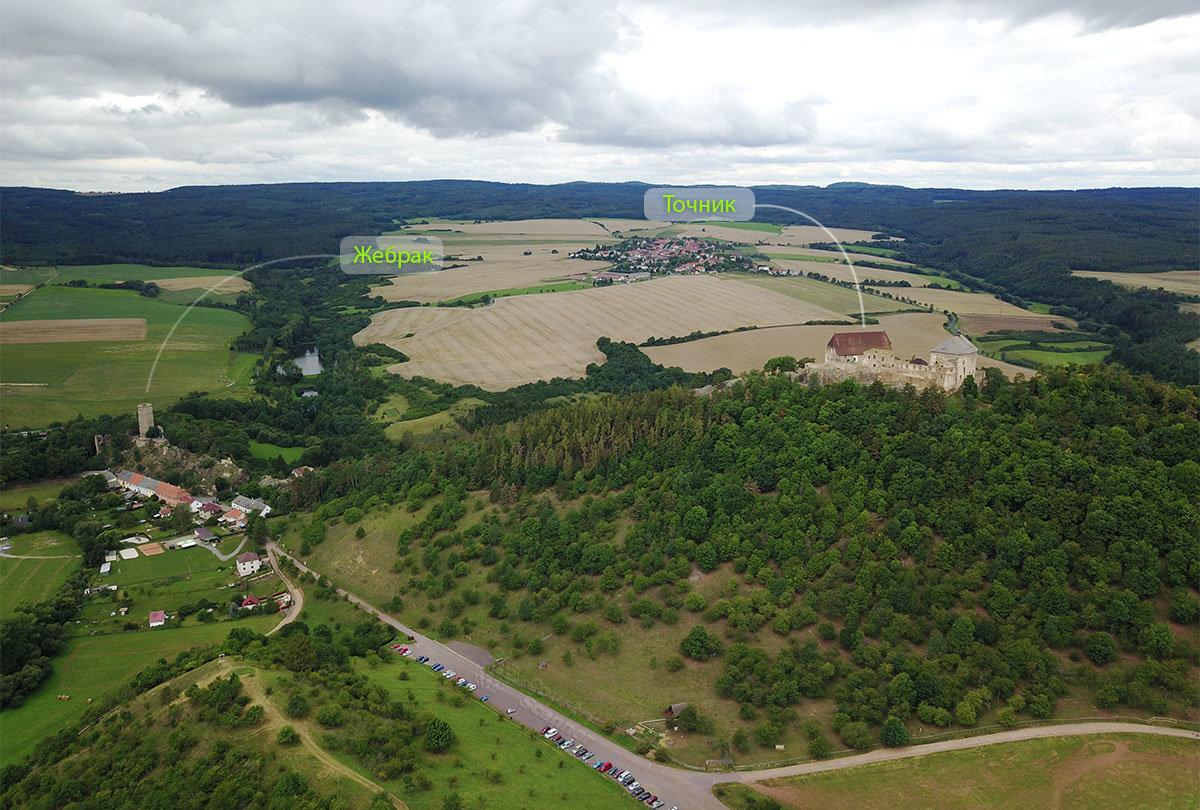 Местность, окружающая замок Точник и соседний Жебрак, хорошо видна на высотном снимке.