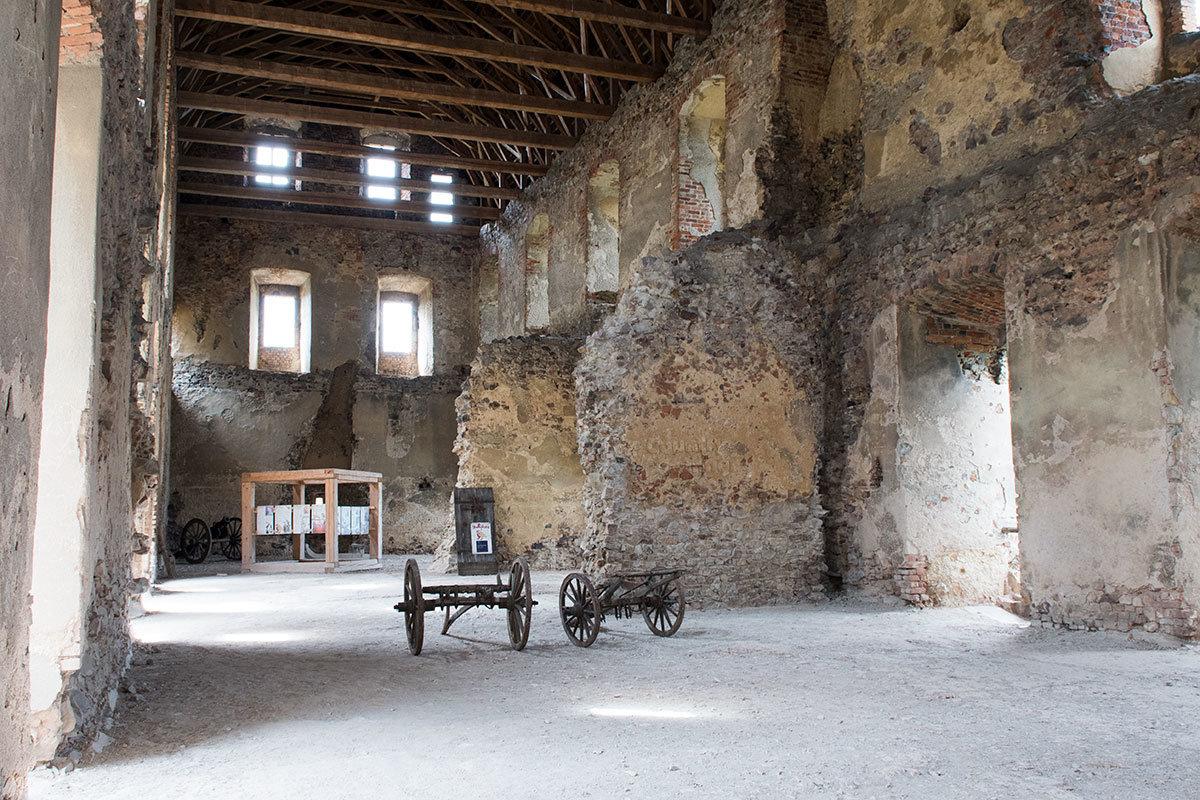 Танцевальный зал – самое просторное помещение из всех, которыми располагает замок Точник.