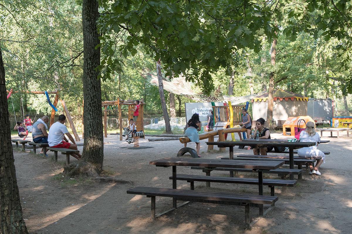 Зоны отдыха в зоопарке Годонин.