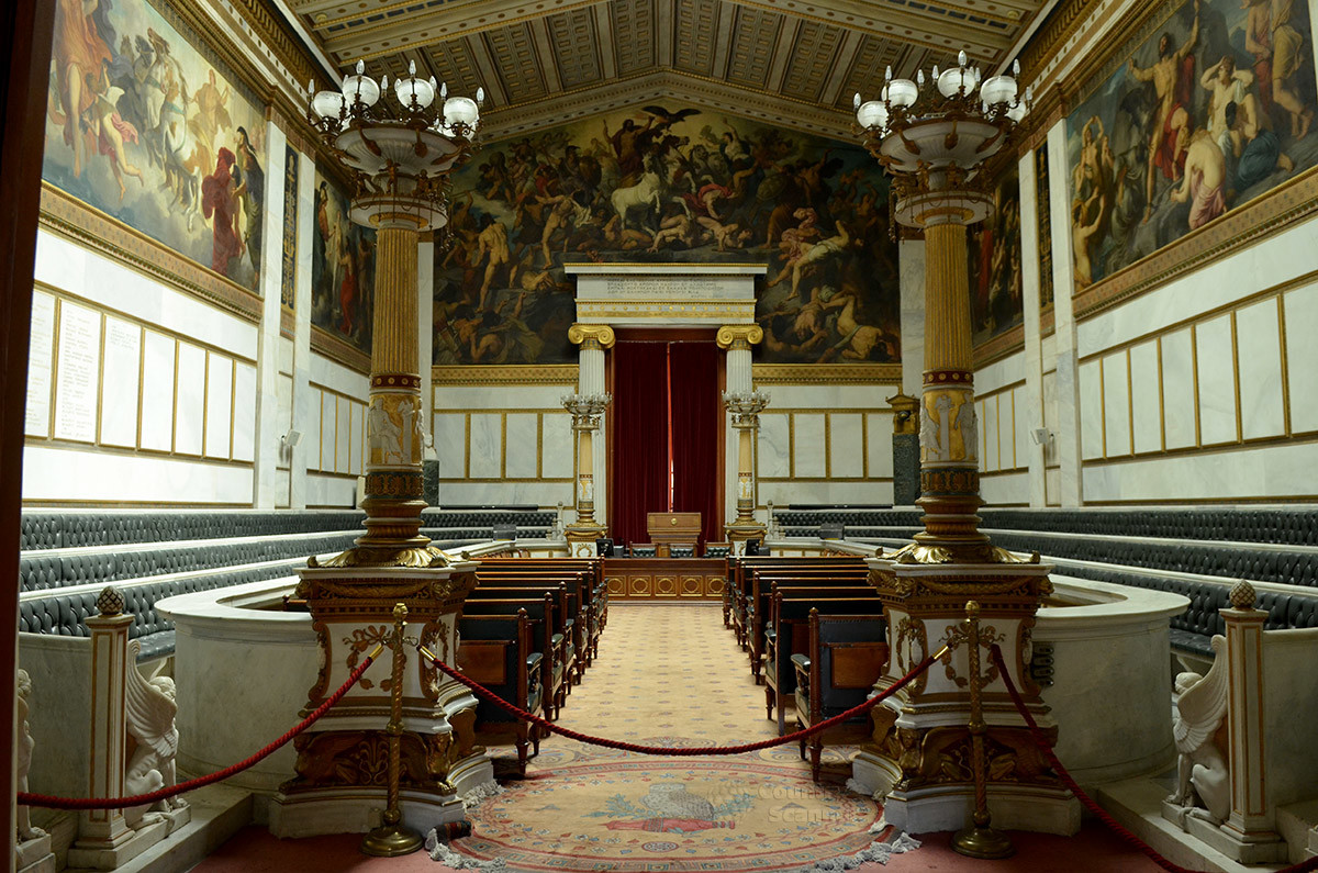 Оформлением своего парадного зала Афинская академия наук может гордиться с полным на то основанием, особенно фресками Грипенкерля.