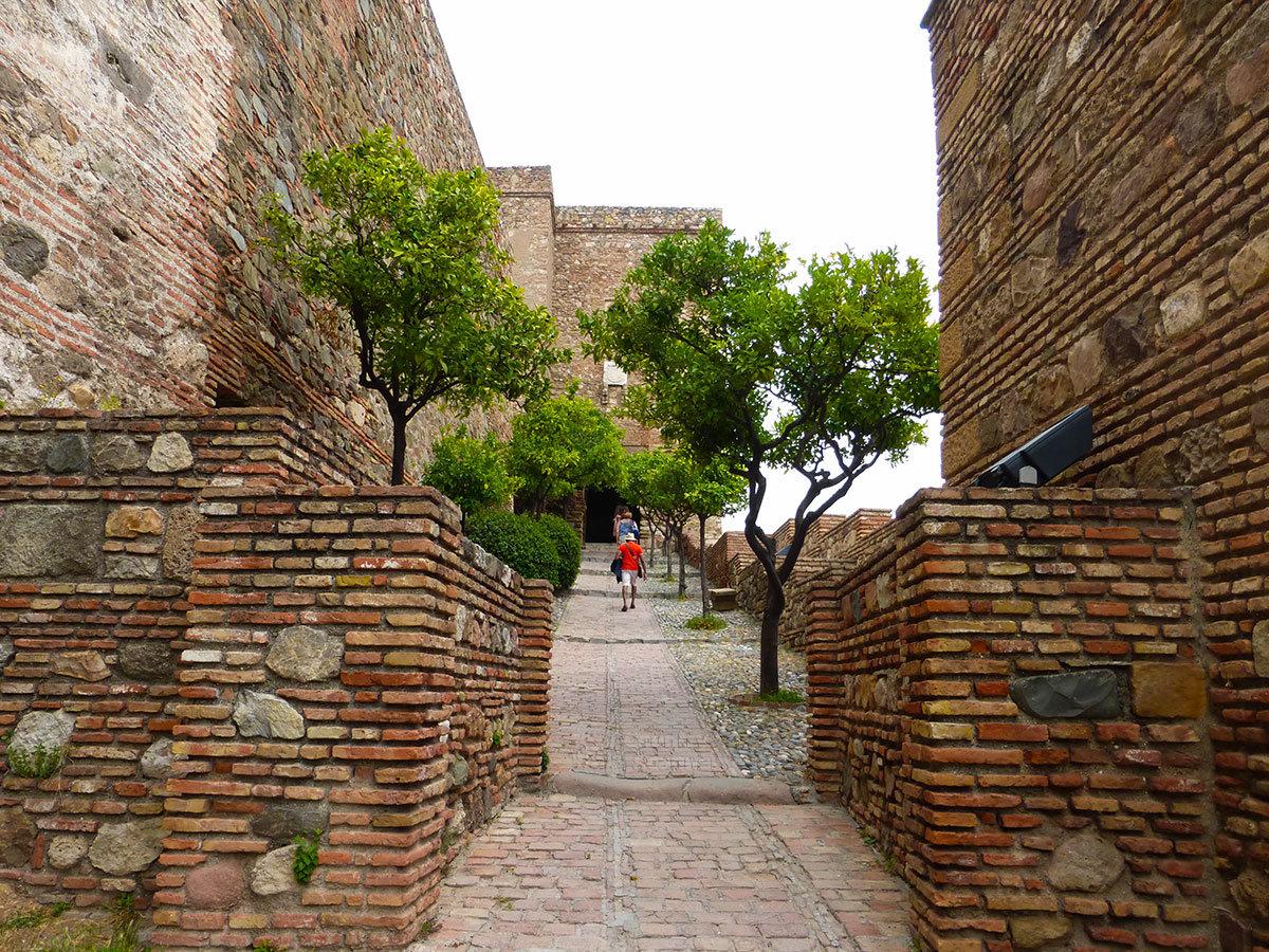 Крепостные укрепления Алькасаба в Малаге считаются самыми сохранившимися сооружениями арабов на юге Испании.