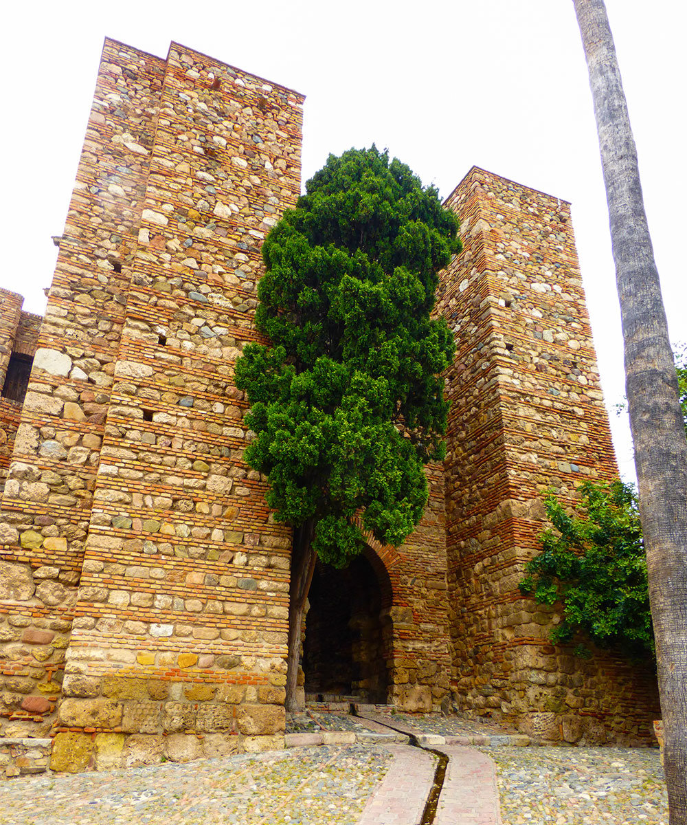 Оборонительные башни цитадели Алькасаба