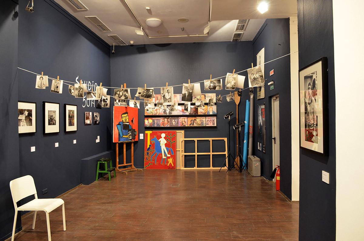 Инсталляция Студии 50А в московском музее современного искусства в Ермолаевском переулке напоминает о начале творческого пути Борисова.