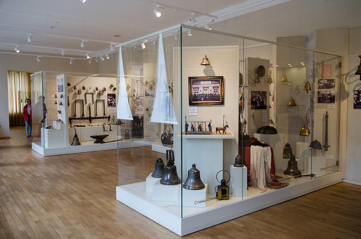 В одном из своих залов музейный колокольный центр демонстрирует колокола самого разного предназначения.