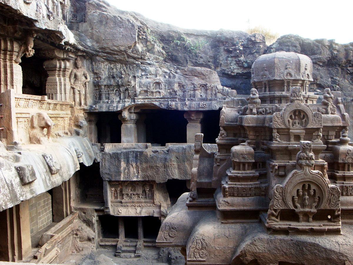 Пещеры Эллоры - достопримечательность региона Махараштра