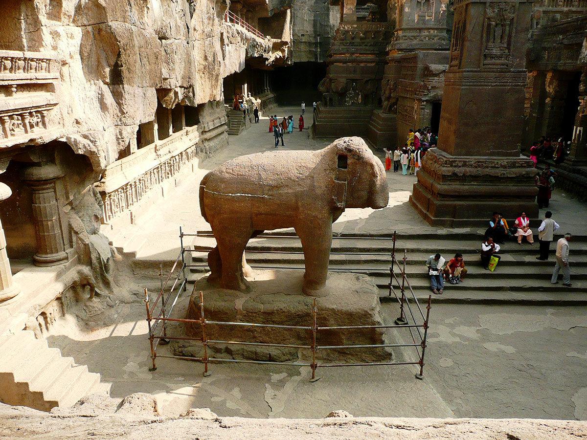 Храмы Эллоры. Статуя слона.