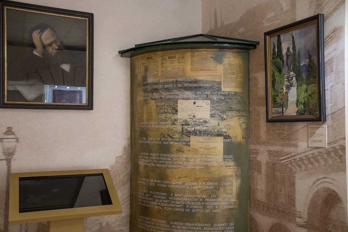 Высказывания и цитаты своего героя музей Герцена разместил на афишной тумбе, по соседству с выполненным по фотографии портретом.