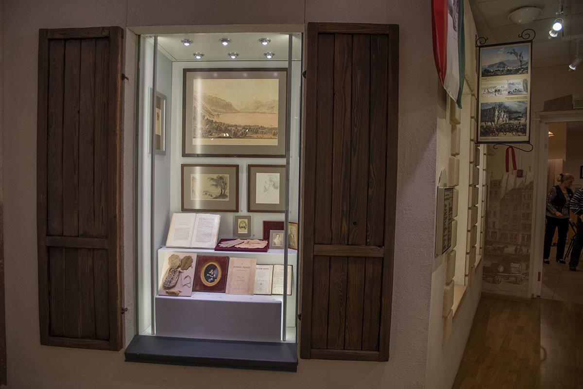 Покидая музей Герцена, посетители видят памятные вещи, оставшиеся от трагически погибшего 8-летнего сына Николая.