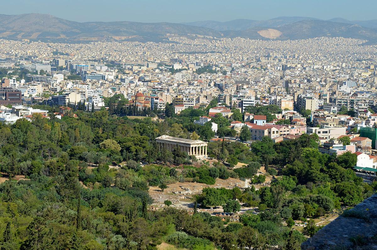 Отличный обзор храма Гефеста открывается с вершины знаменитого холма Акрополя.