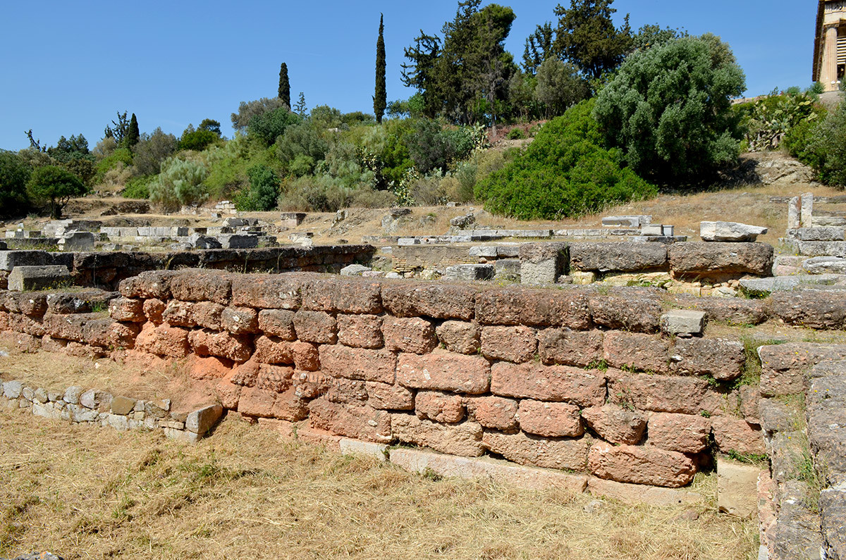Раскопки Агоры, частью которой был и храм Гефеста, демонстрируют остатки фундаментов и стен зданий древней рыночной площади.