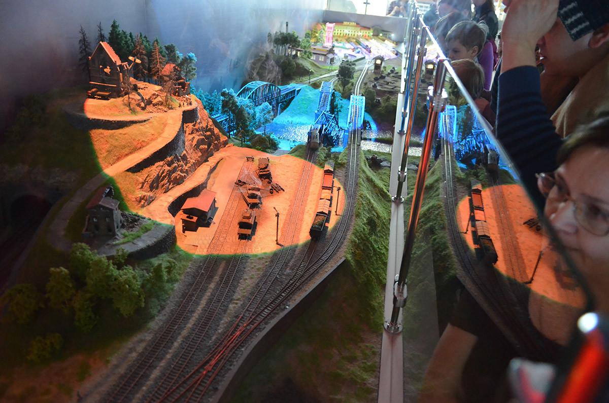 Панорама железных дорог и станций в военное время – отдельная часть экспозиции макета железной дороги в Москве.