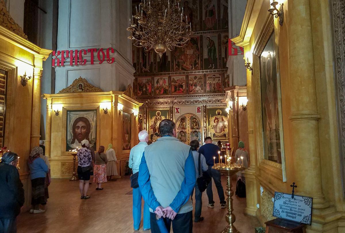 Собор Покрова Пресвятой Богородицы имеет и копию иконы кисти знаменитого Симона Ушакова, изображающую лик Христа.
