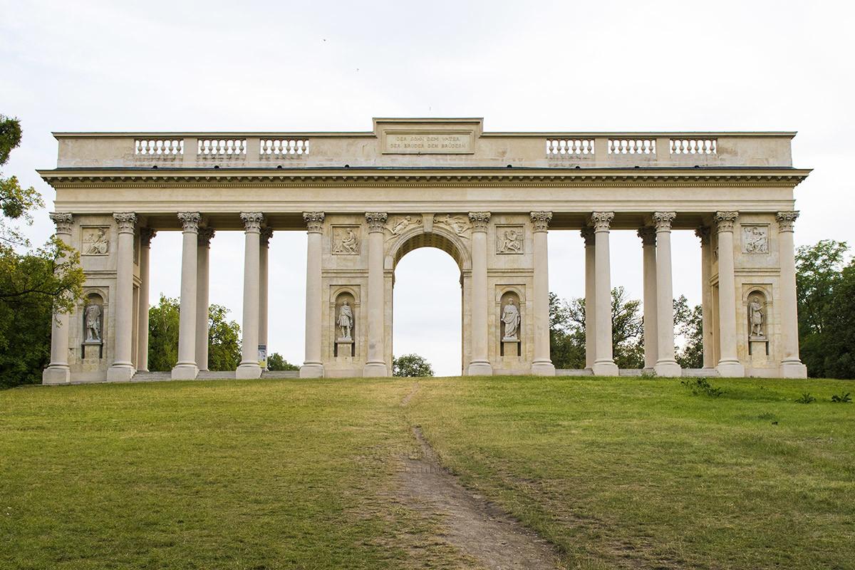 colonnada-na-reistne-countryscanner-1.jpg