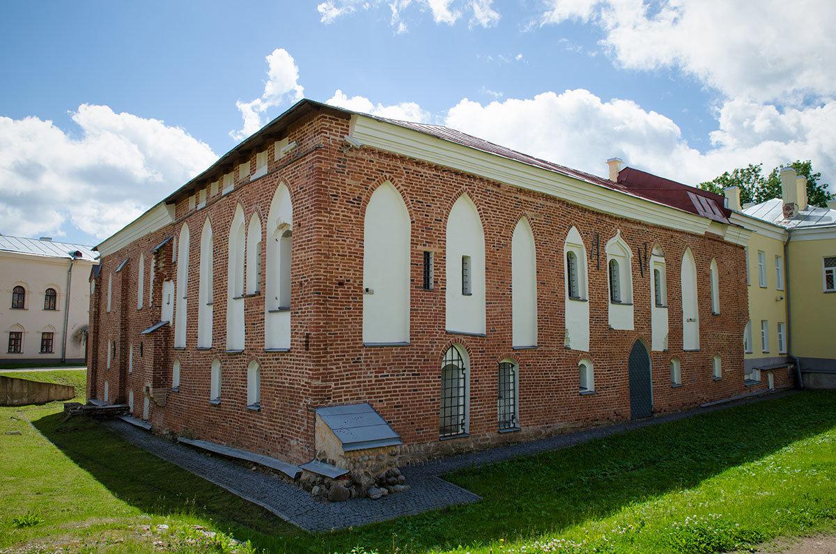 Грановитая палата в Великом Новгороде после реконструкции к юбилейной дате выглядит совсем как новое здание.