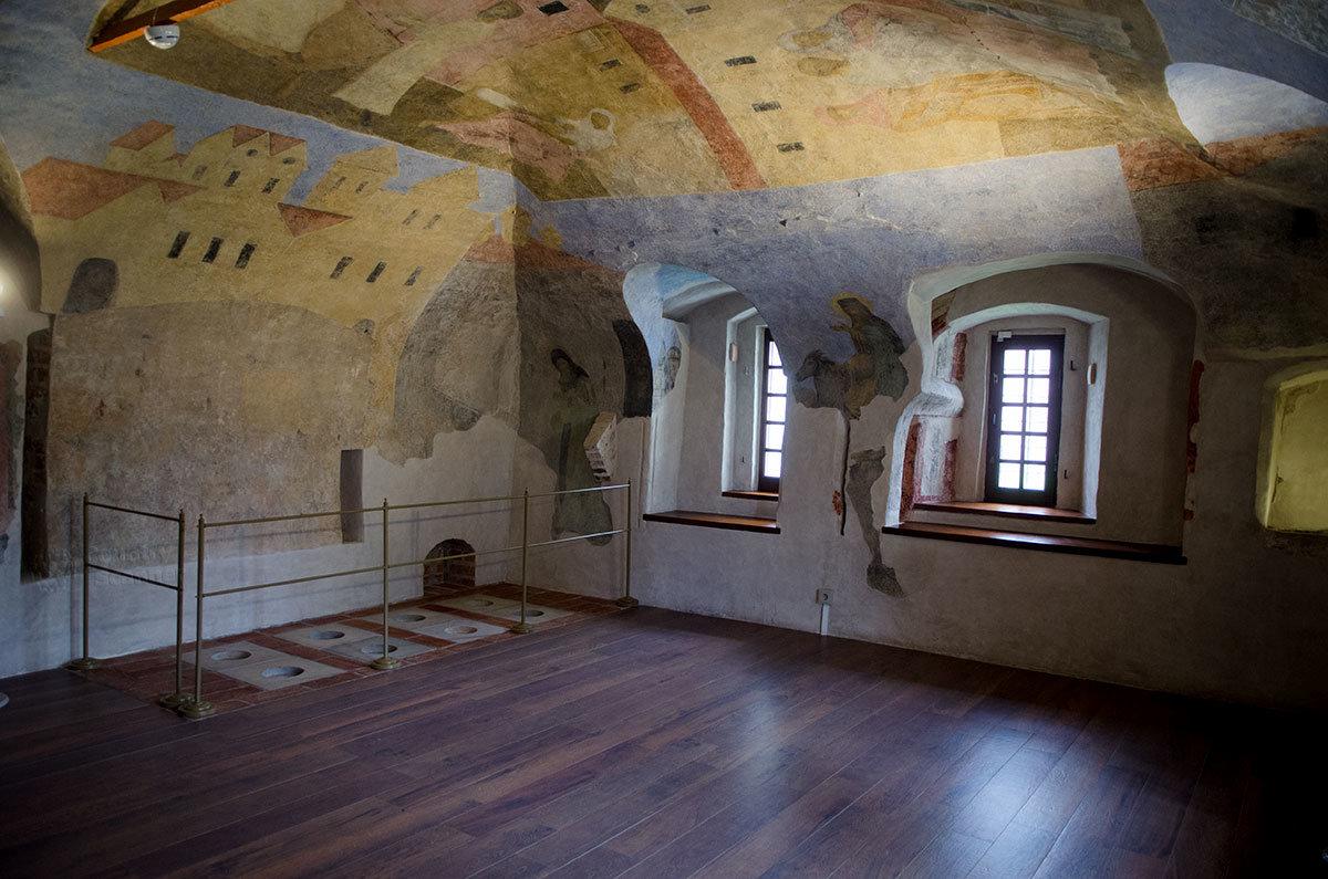 Грановитая палата в Великом Новгороде имела систему отопления жилых помещений для проживания высшего духовенства.