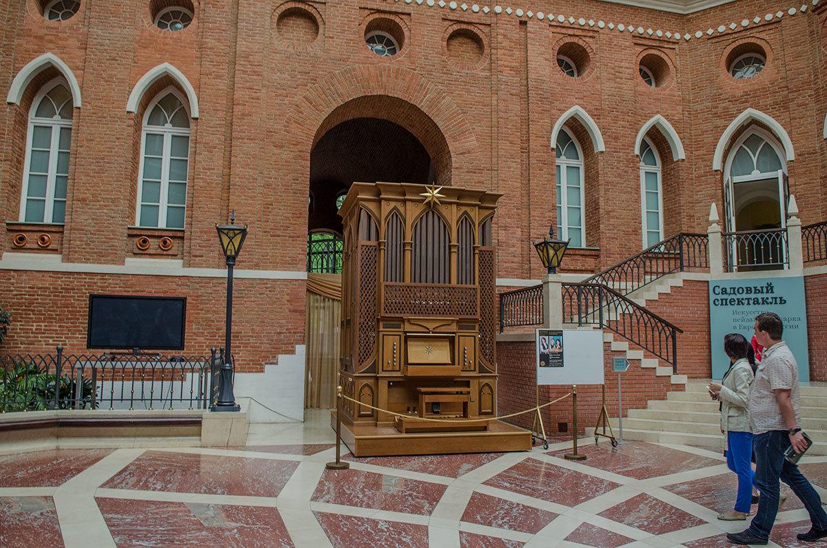 Кроме музыкальных мероприятий обычного формата, Хлебный дом организует и концерты органной музыки.