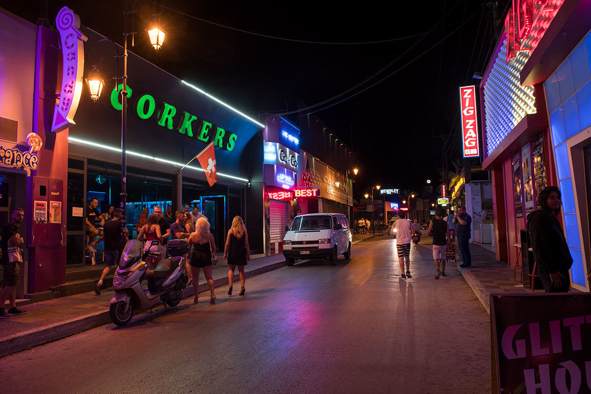 Ночная дорога к пляжу Малья