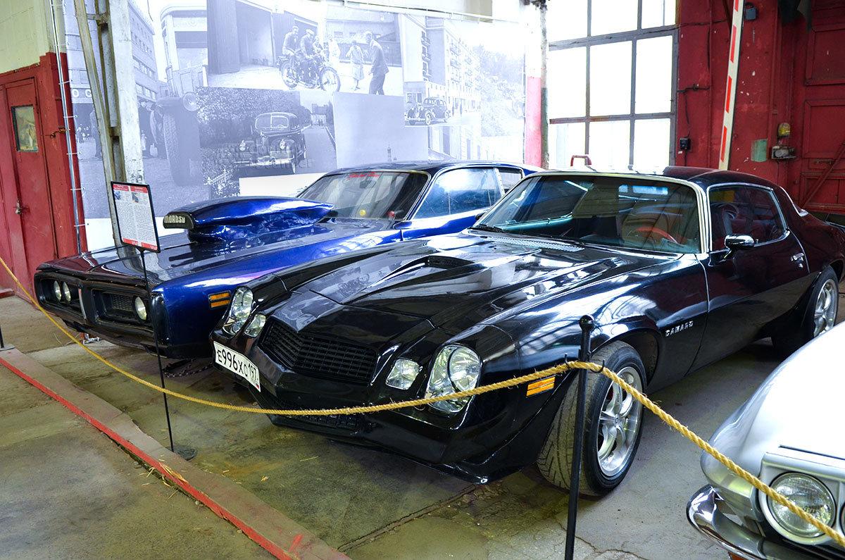 Редкие у нас авто Шевроле Камаро и Додж Чанжер выставил в экспозиции музей Московский транспорт.