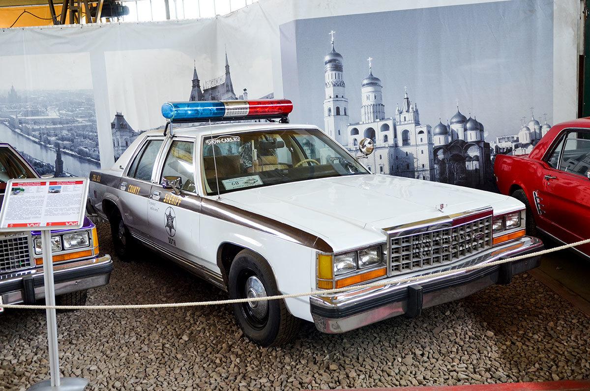 Музей Московский транспорт выставил полицейский Форд Краун Виктория, служивший шерифу в штате Калифорния.