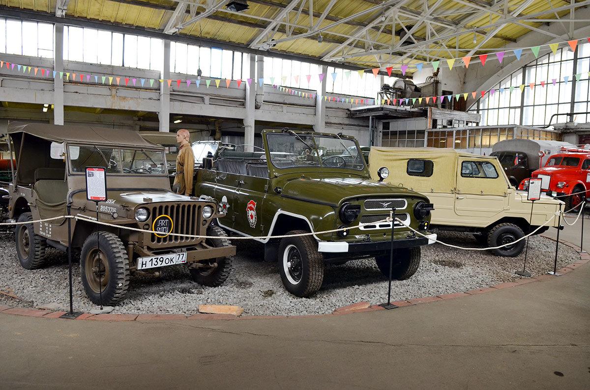 Вместе с изделиями Луцкого автозавода музей Московский транспорт выставил рядом с американской машиной.