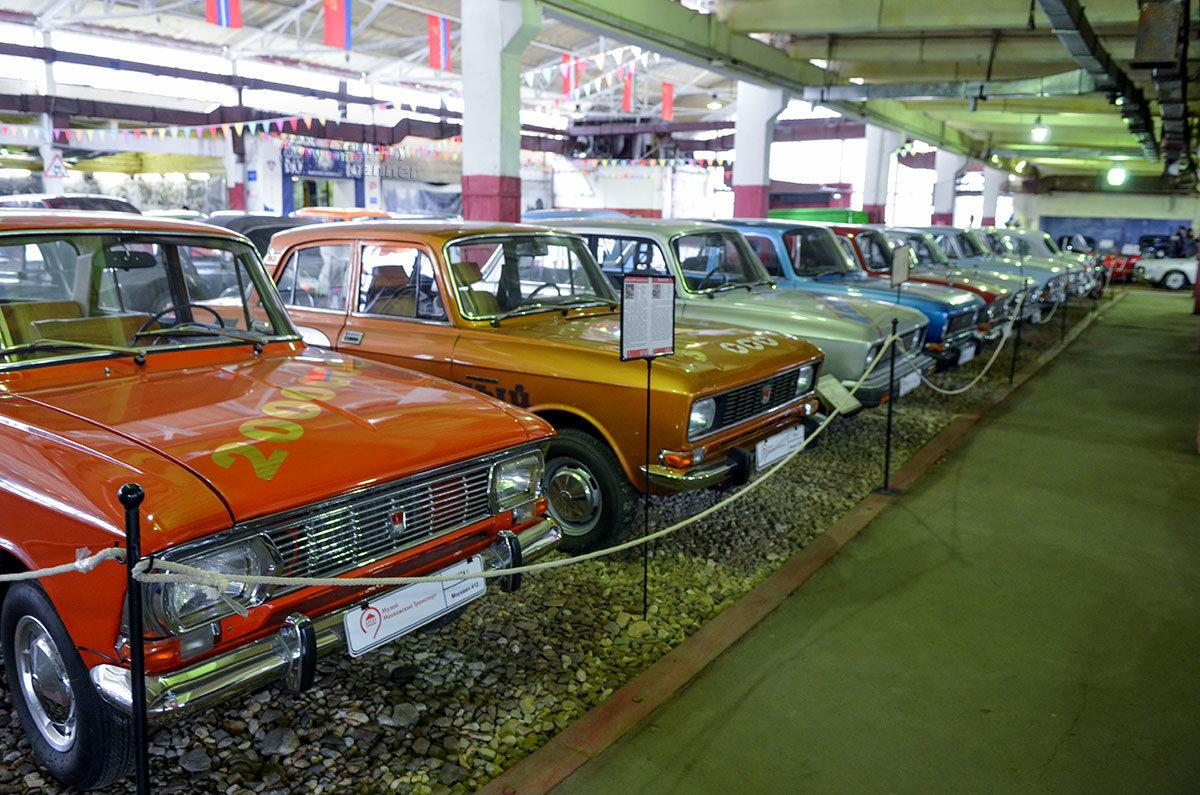 Музей Московский транспорт обладает исчерпывающей коллекцией автомобилей Москвич всех лет выпуска.