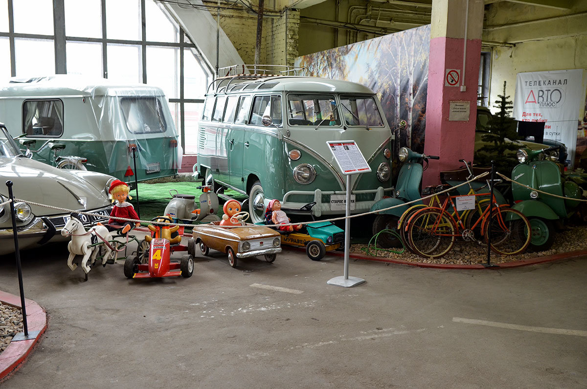 Прощальная экспозиция музея Московский транспорт демонстрирует все многообразие колесных машин, вплоть до детских.