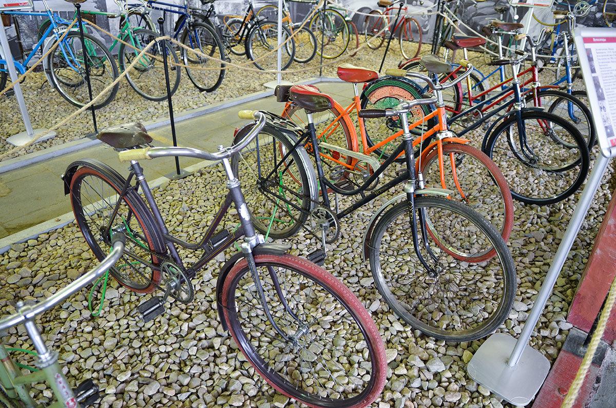 Экспозицией старых образцов велосипедов музей Московский транспорт доказывает непреходящую ценность этого механизма.