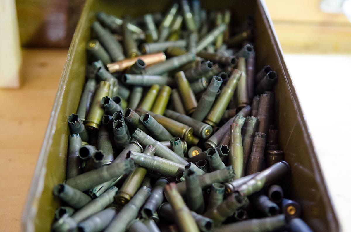 Коробку со стреляными гильзами музей оружия в Измайловском кремле позаимствовал в войсках или военном училище.