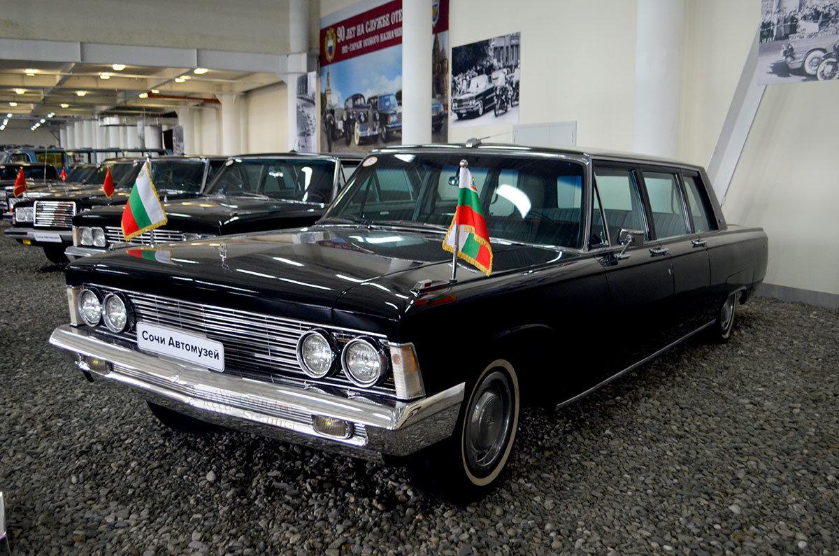 Любимый Брежневым ЗИЛ-114, выставленный в Сочи Автомузее, выпускал тот же завод, что и ЗИСы, но имени Лихачева.