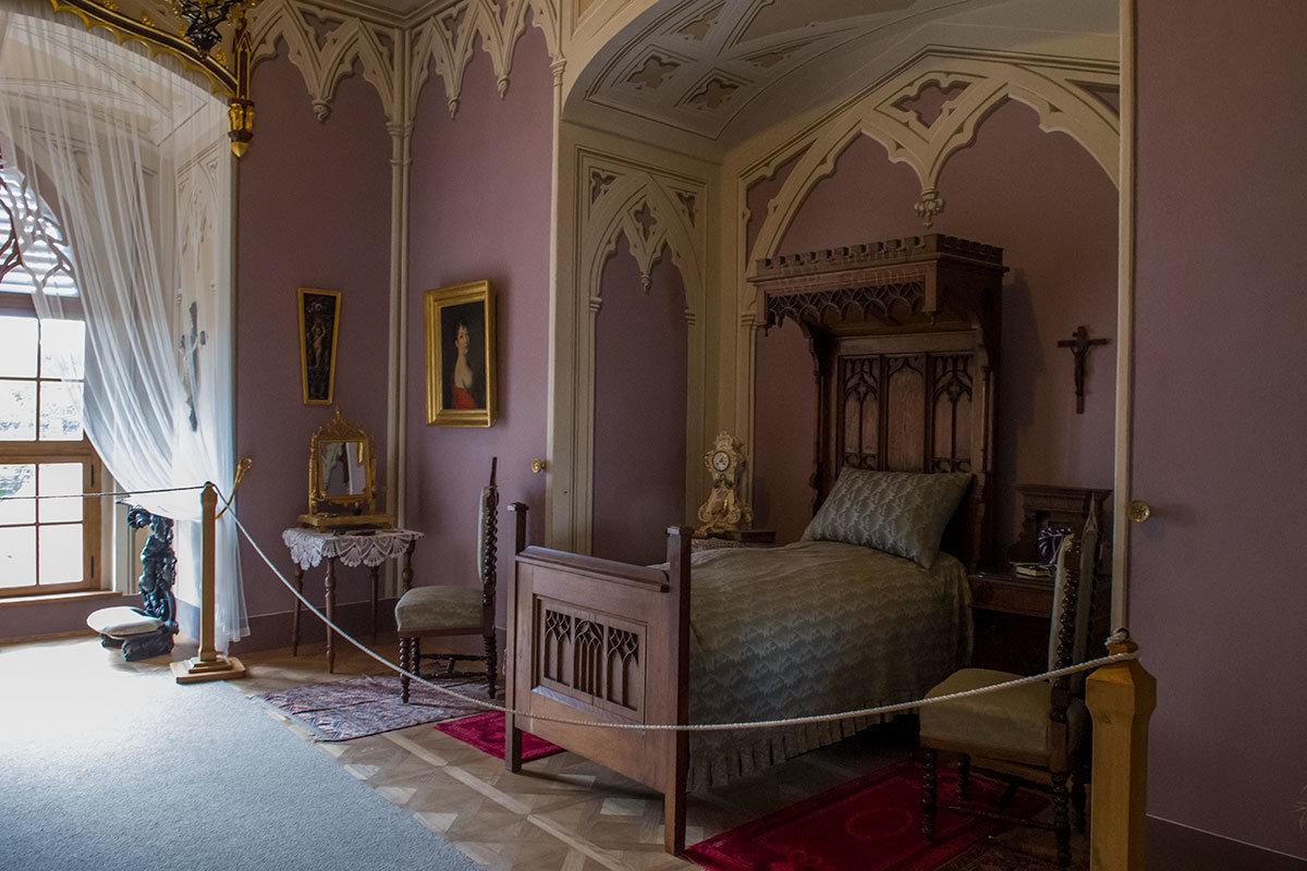 Женской спальней в замке Битов пользовались две его последние хозяйки, графиня Даун и баронесса Хаас.