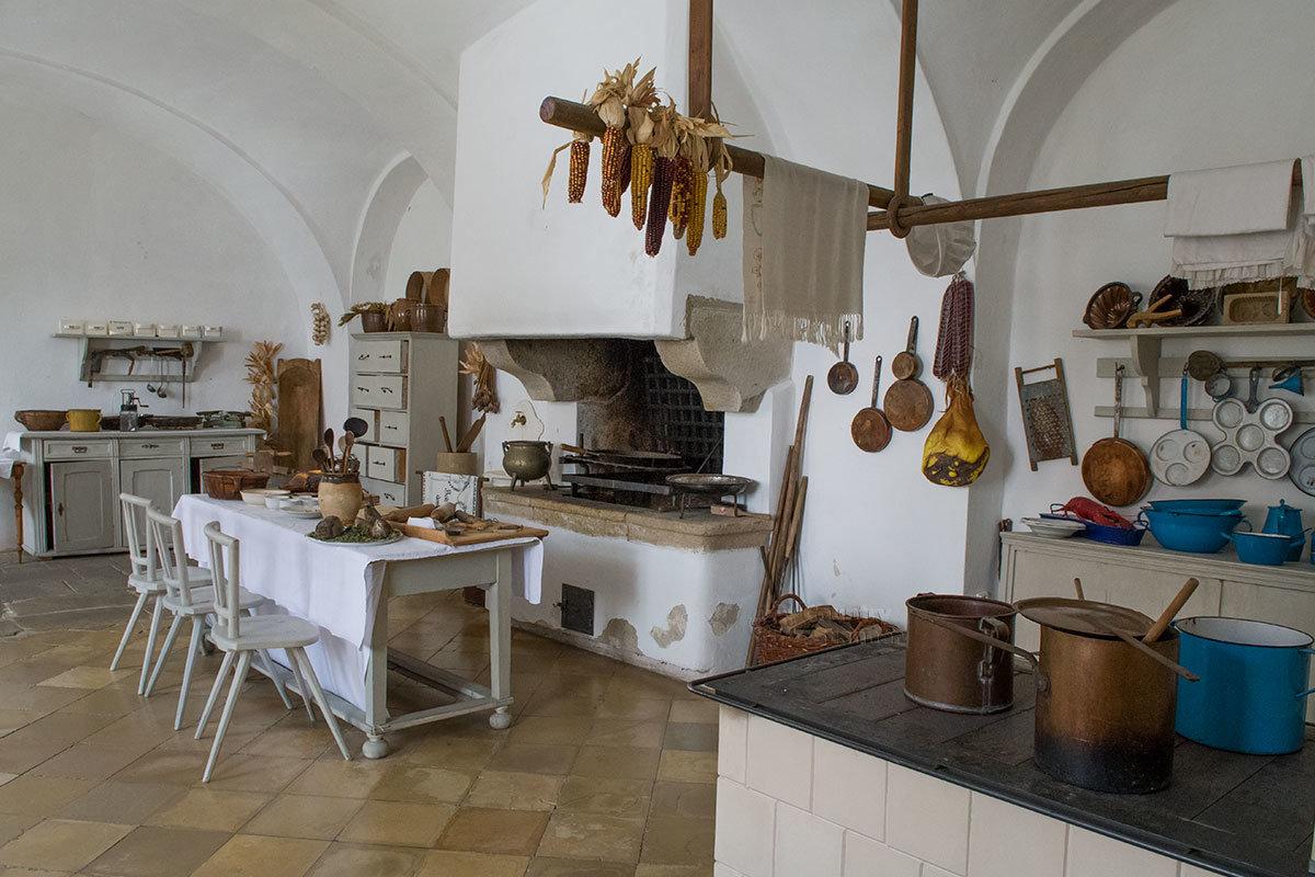 Раньше замок Битов имел отдельную собачью кухню, сейчас ограничиваются демонстрацией обычного помещения для приготовления еды.