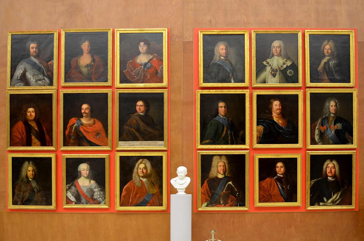 Высокопоставленные чиновники и государственные деятели в портретной галерее Большой каменной оранжереи.