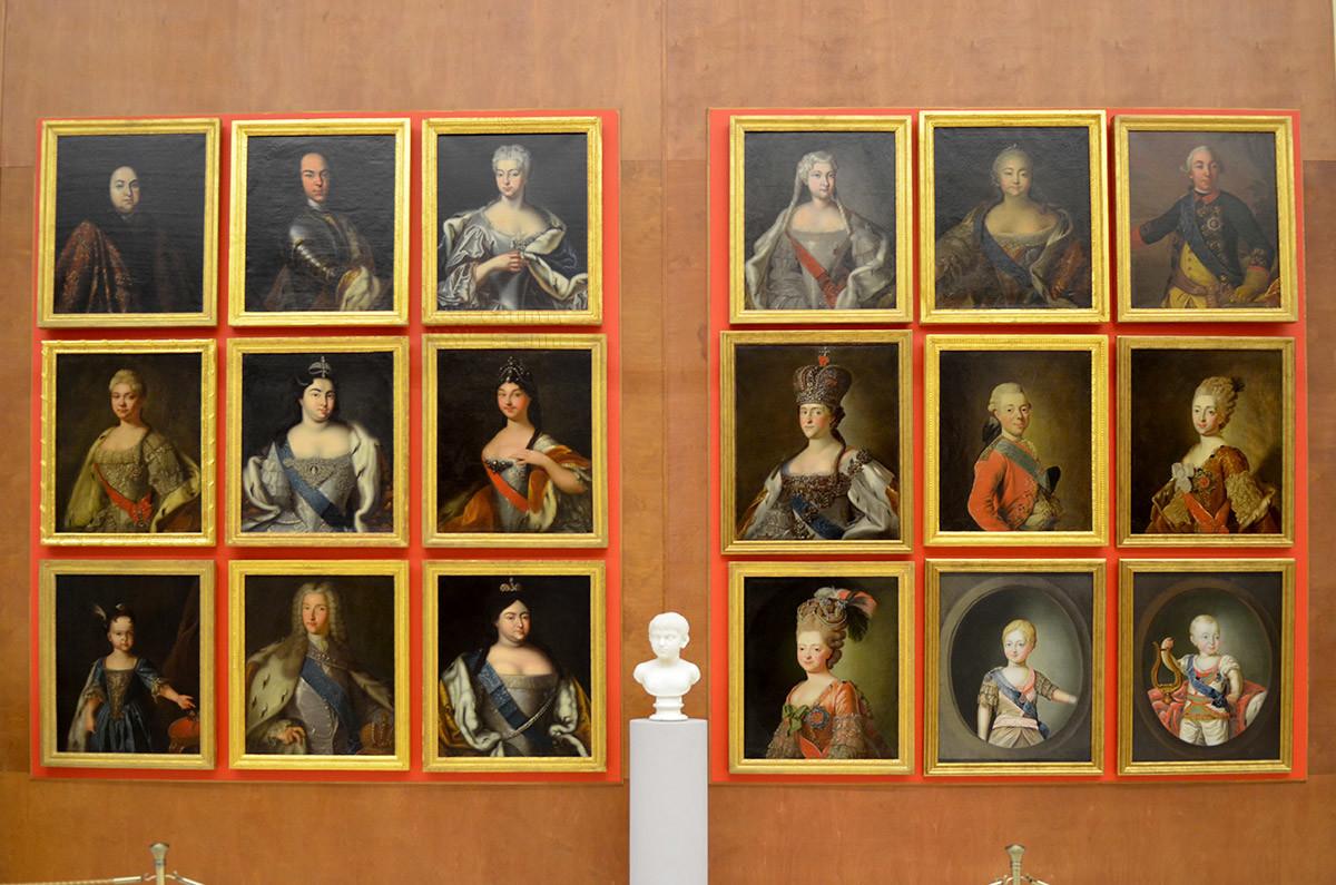Большая каменная оранжерея в портретной галерее представляет российских монархов начиная с допетровских времен.