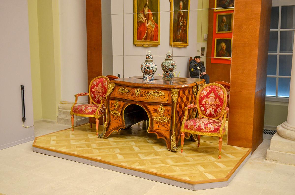 Образец мастерства старинных ебельщиков, сохраненный среди экспонатов Большой каменной оранжереи в Кусково.