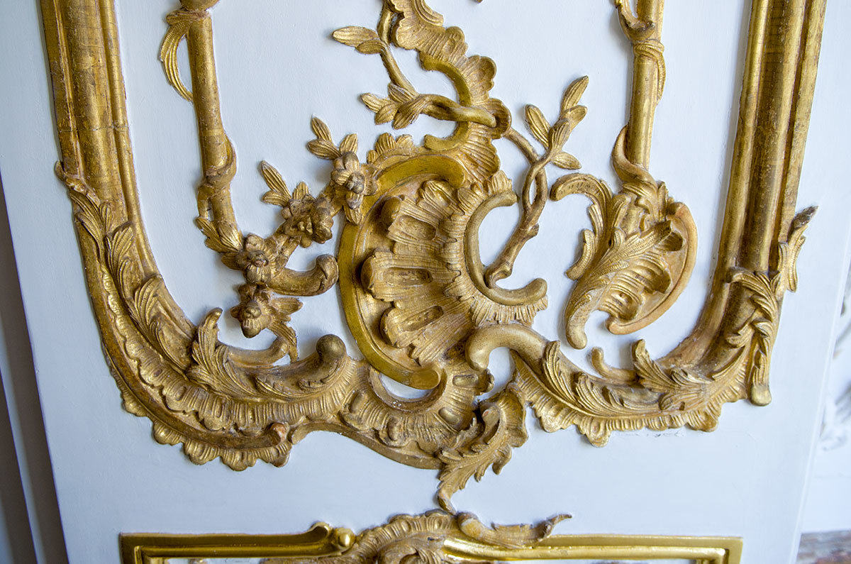 Эрмитаж в Царском селе содержит неповторимые лепные украшения, кропотливо восстановленные от повреждений военного периода.