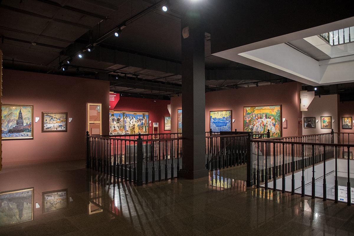На втором этаже здания институт русского реалистического искусства демонстрирует произведения второй половины прошлого века