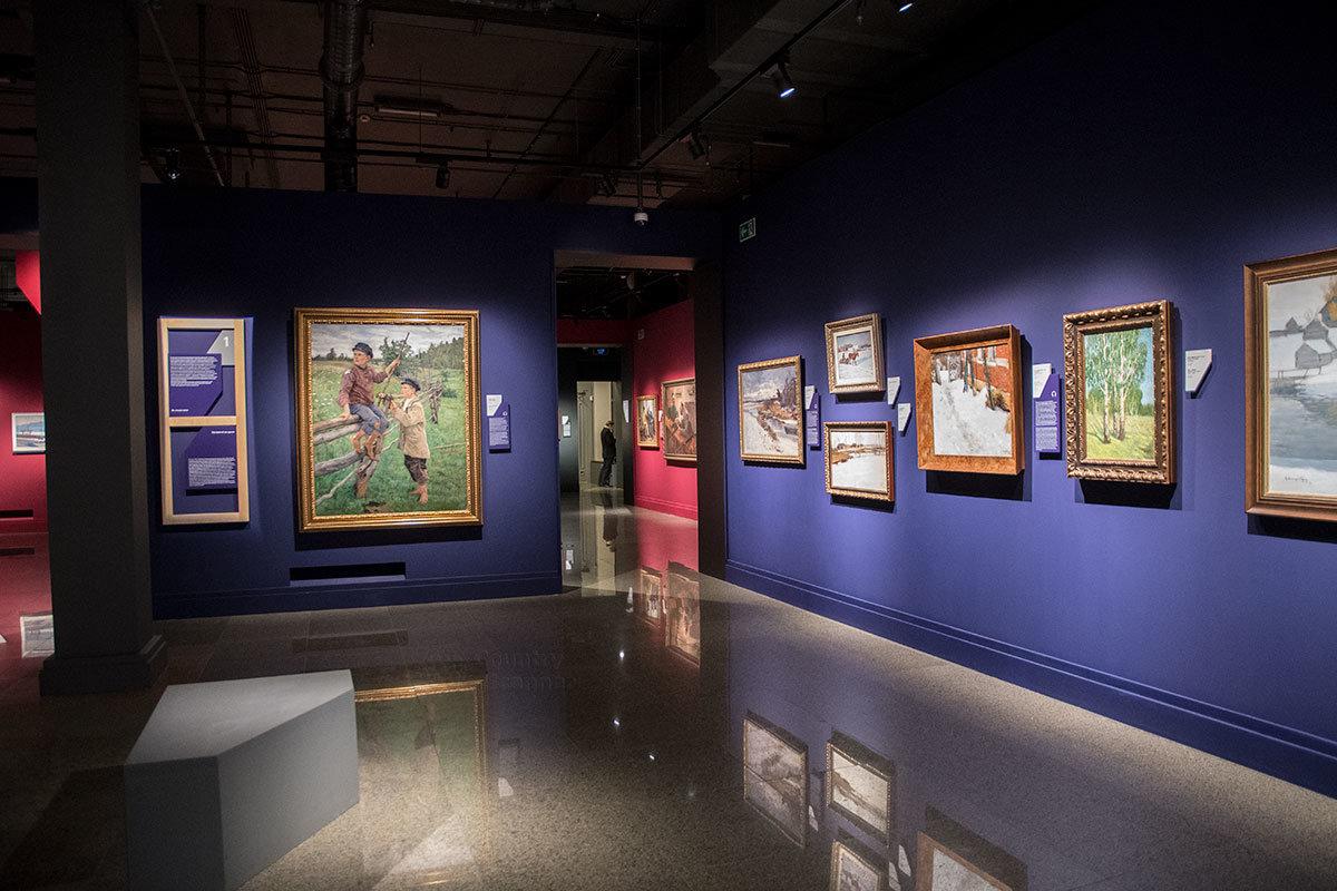 На первом этаже здания институт русского реалистического искусства рассказывает о творчестве живописцев первой половины прошлого века.