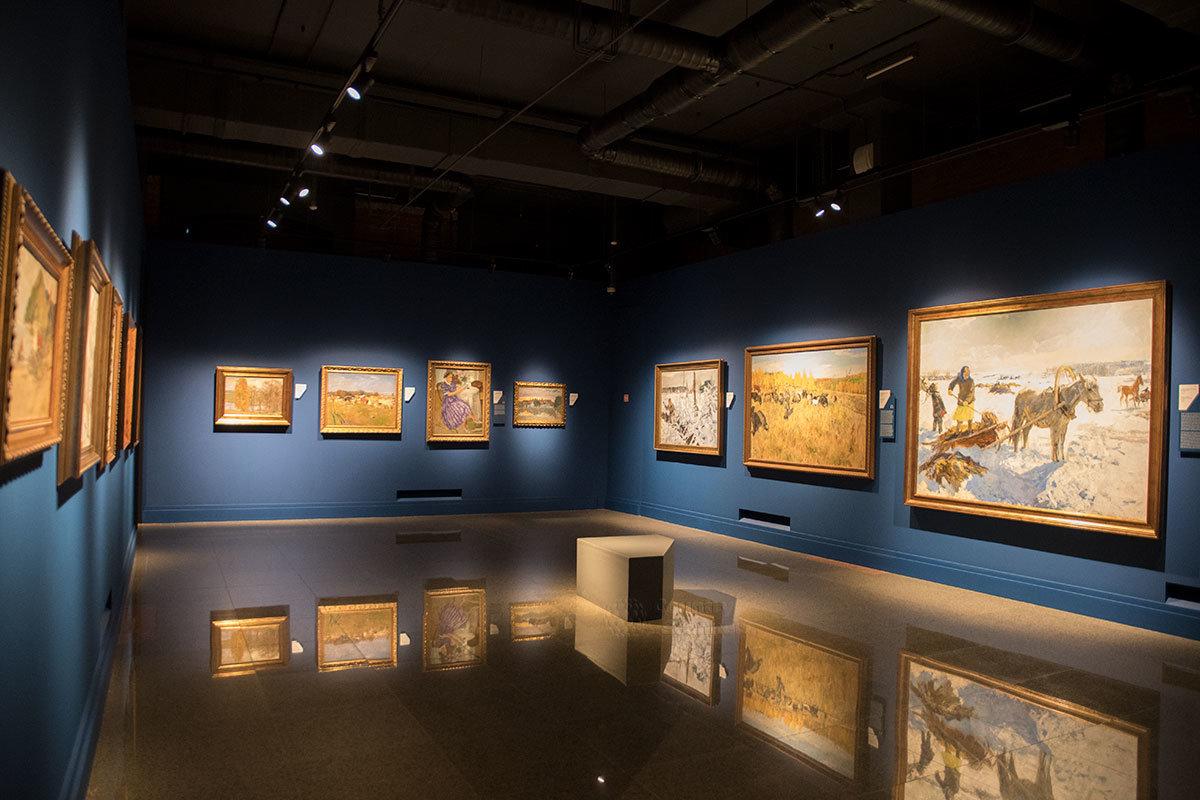 Институт русского реалистического искусства выставляет полотна известных живописцев Аркадия Пластова и Сергея Герасимова.